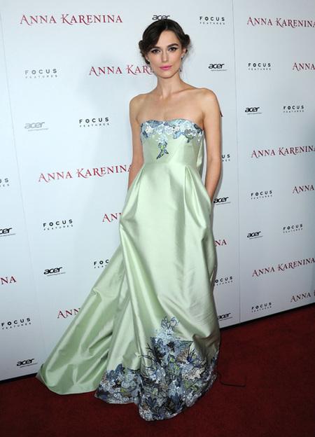 Enamorada del look romántico de Keira Knightley en la premiere de 'Anna Karenina'