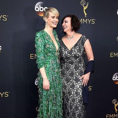 El premio al escote más vertiginoso en los Premios Emmy 2016 se lo lleva Sarah Paulson