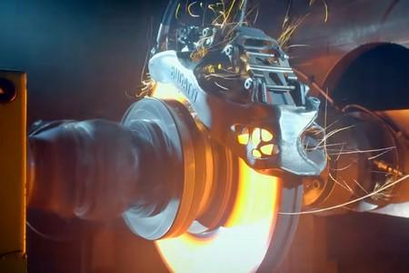 ¡Infernal! Así maltrata Bugatti las futuras pinzas de freno de titanio impresas en 3D del Chirón