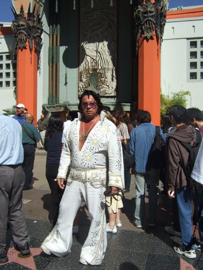 Elvis (decadente) en el Paseo