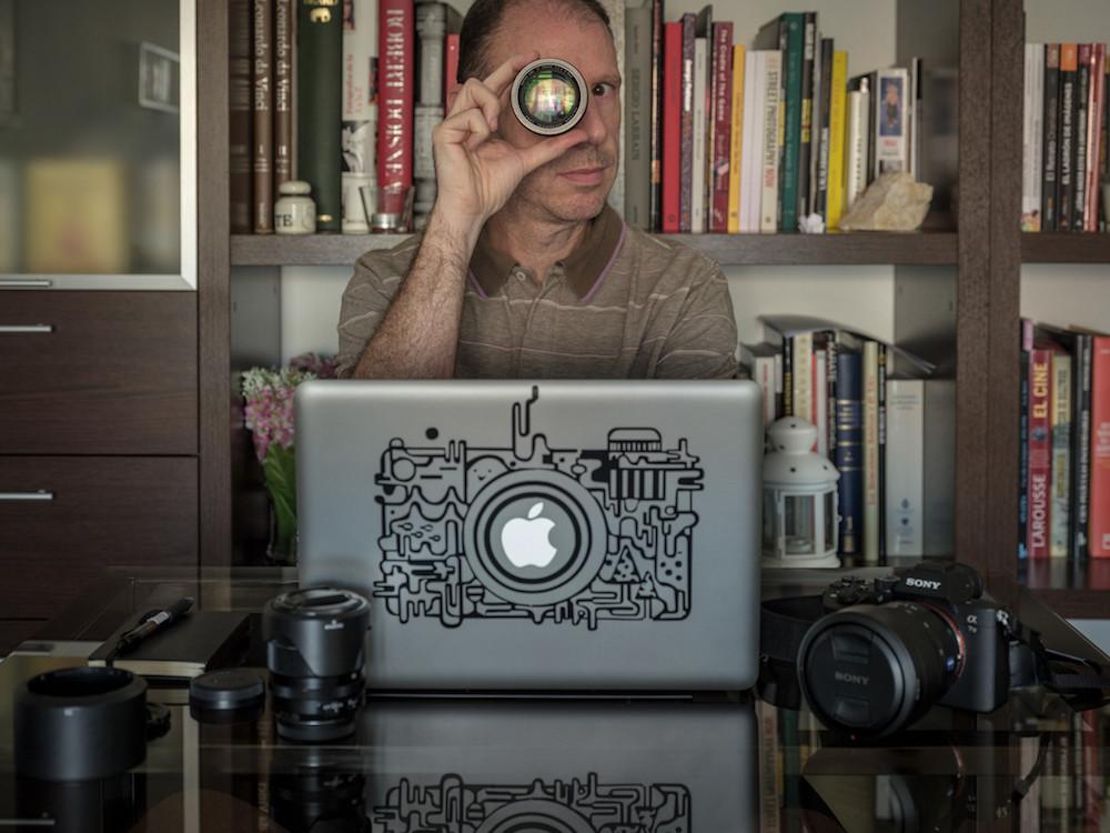 El equipo de Jesús León : cámara, objetivos, accesorios y más