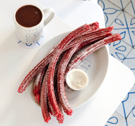 Churros red velvet para celebrar un dulce San Valentin con tu pareja. Te decimos dónde y cómo comprarlos en la CDMX