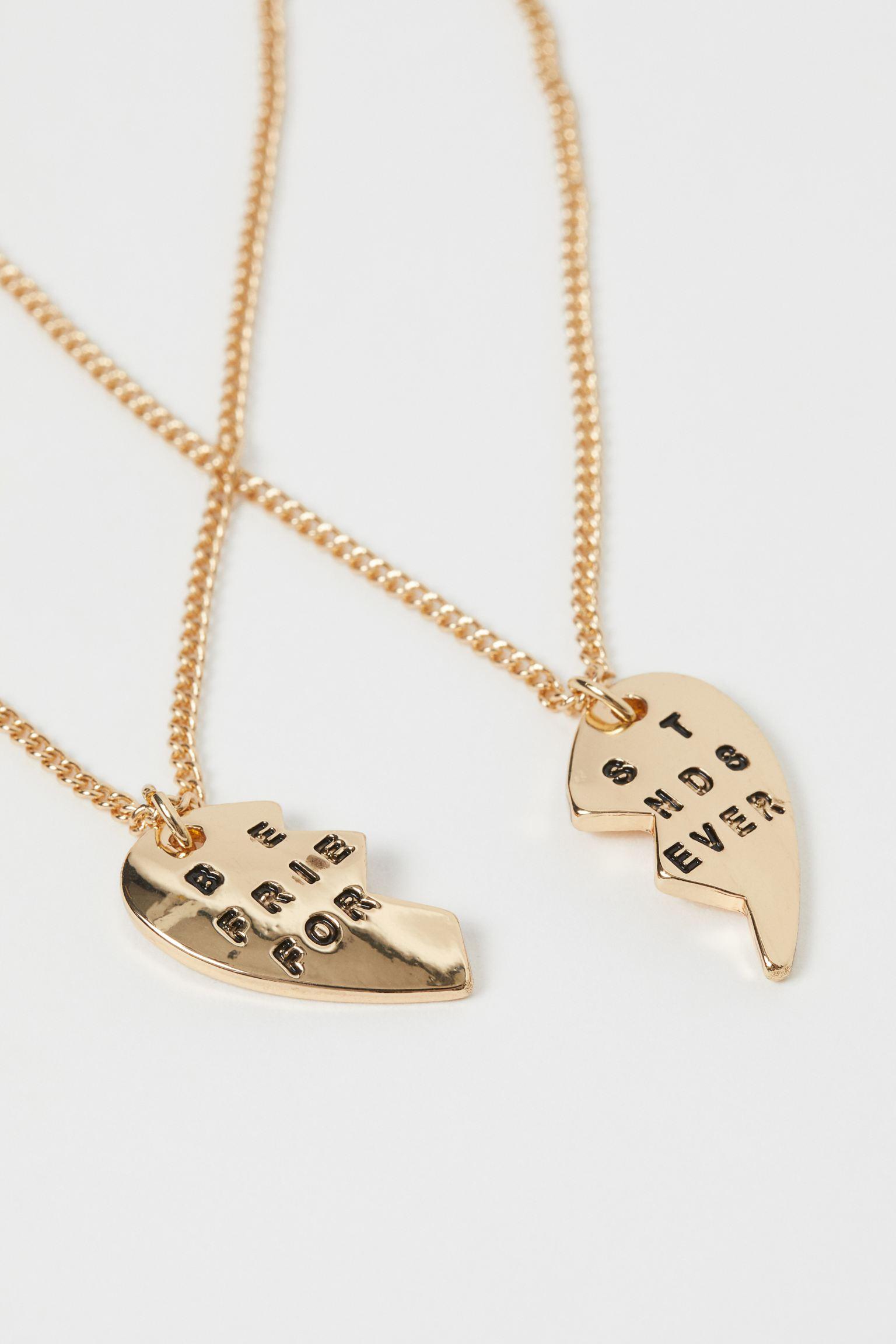 """Set de dos medallas con corazón partido y la frase """"Best Friends Forever"""" grabada"""
