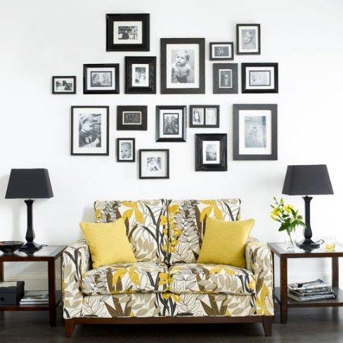 Una buena idea enmarca todos los cuadros de una pared - Composicion marcos pared ...