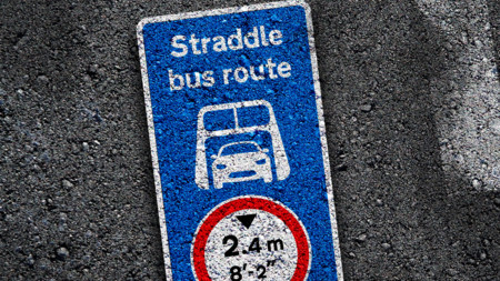 Señales de tráfico futuro - Straddlebus 2