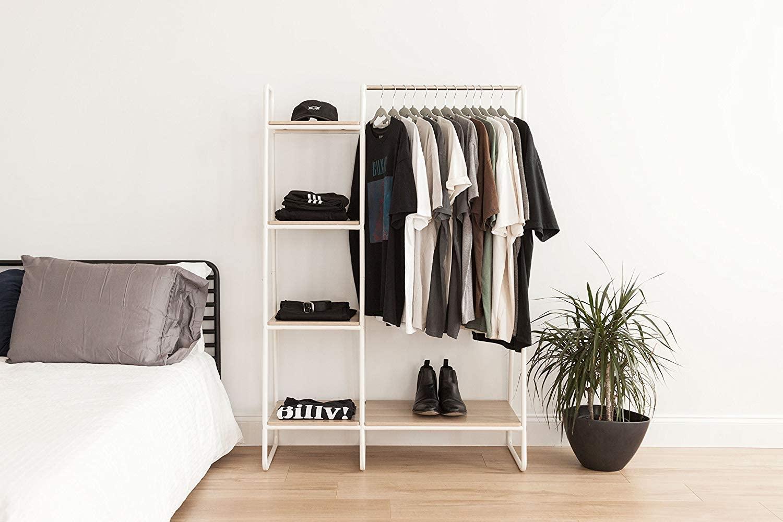 Marca Amazon- Movian 530473 Perchero/espacio de almacenaje con estantes laterales de metálico y MDF madera-Garment Rack PI-B3-Roble claro y blanco, 101.1 x 40 x 150 cm