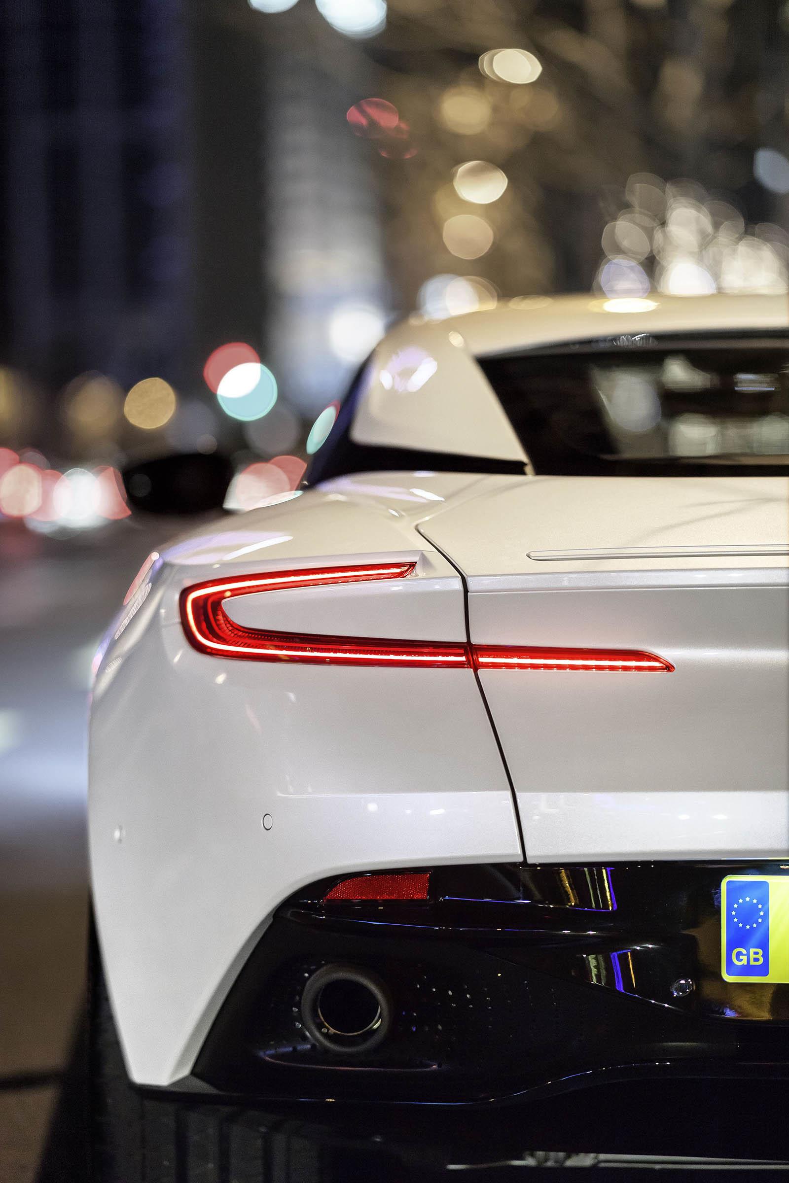 Foto de Aston Martin DB11 V8 (4/21)