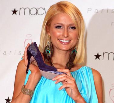 Paris Hilton presenta su línea de zapatos