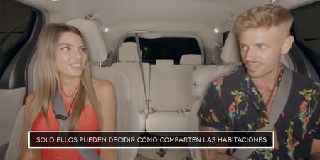 Andrea y Óscar pagan el Uber a pachas