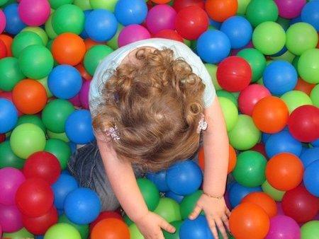 Los parques de bolas o el ocio infantil enlatado