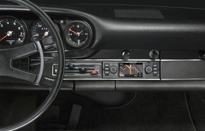 Este navegador de 3,5 pulgadas le vendría perfecto a tu Porsche 911 clásico