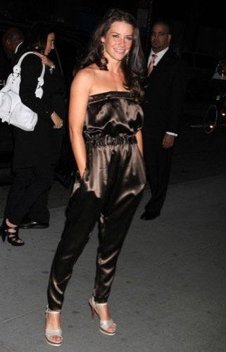 Evangeline Lilly con un look Rolling Stone en la premiere de Exile On Main Street
