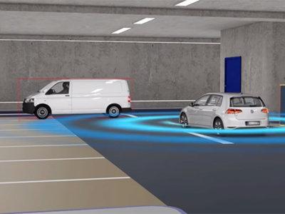 Así es como Volkswagen ve el futuro de los estacionamientos, quiere que tu auto busque lugar y se recargue solo