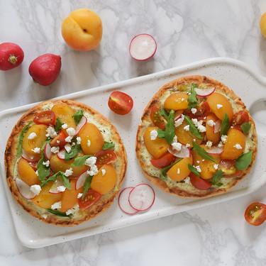 Pitas pizza de albaricoques con queso de cabra: receta fácil para una cena sin complicaciones