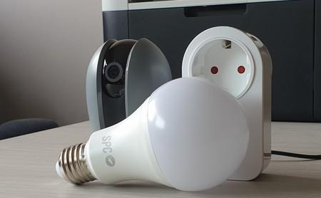 SPC Smart Home, análisis: probamos el ecosistema conectado de SPC con cámara, bombilla y enchufe