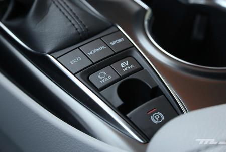 Toyota Camry Hybrid 12