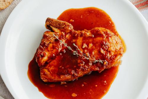 Chuletas de cerdo en salsa de naranja y soya. Receta de carne
