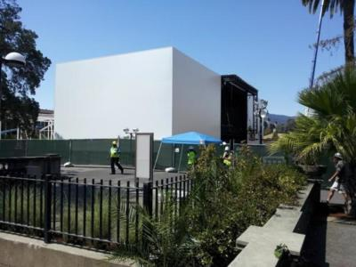 Algo especial va a ocurrir: Apple construye una estructura de tres pisos en el recinto de la keynote