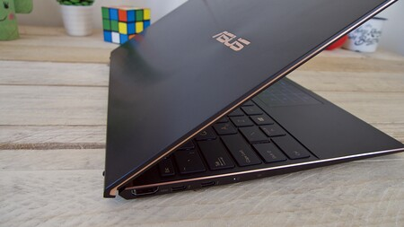 Asus Zenbook S Ux393 Review Analisis Espanol Xataka Detalle Acabado Lateral