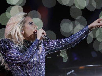Espectacular, Lady Gaga deslumbra con (todos) sus looks en la Super Bowl 2017