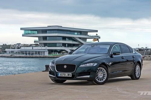 Probamos el Jaguar XF, la lujosa y confortable berlina británica sin miedo a la tríada alemana