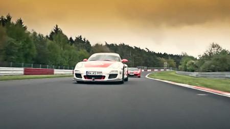 Sabine Schmitz demuestra con su Porsche 911 GT3 RS quien manda en Nürburgring