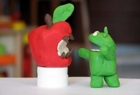 Android vs Apple.