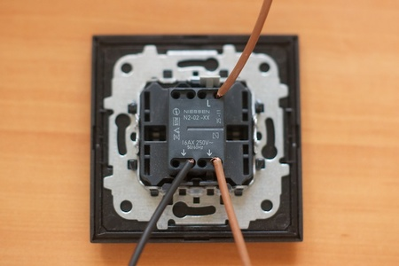 C mo funcionan los interruptores conmutados y cruzados - Enchufe y interruptor ...