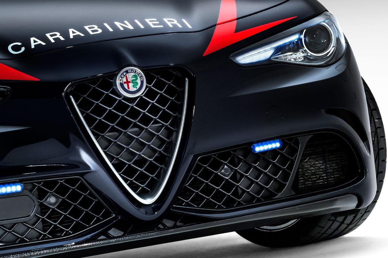 Foto de Alfa Romeo Giulia QV Carabinieri (9/32)