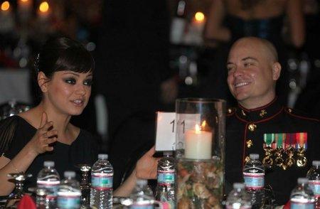 Y Mila Kunis también se fue a echar unos bailes
