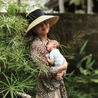 """""""Mamá, alerta de cuerpo"""", el vídeo de Chrissy Teigen que muestra su aspecto real tras el parto"""