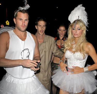 Paris Hilton termina la noche de Halloween con una gran bronca