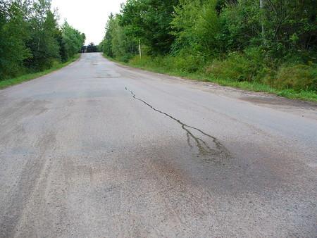 Agua que parece correr cuesta arriba hacia una Colina magnética en Nuevo Brunswick