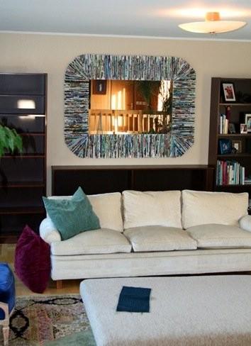 Recicladecoración: un marco de espejo con viejas revistas
