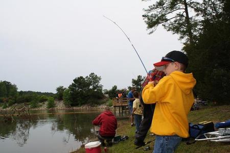 niño pesca