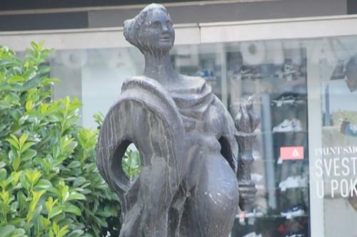Esta estatua en Serbia no está embarazada: homenajea la primera carrera de relevos