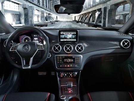 Mercedes CLA 45 AMG, interior