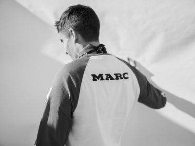 Marc Márquez regresa a colaborar con Pull&Bear en una colección inspirada en el automovilismo