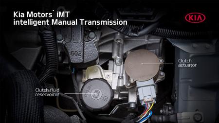 Kia ha creado un embrague electrónico para convertir en mild hybrid sus coches con caja de cambios manual