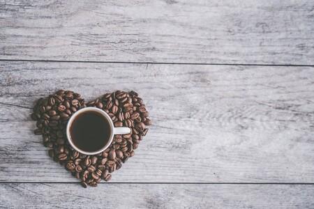 Expertos de la salud recomiendan beber una taza de café por la mañana ya que puede ayudarte a prevenir fallas cardíacas