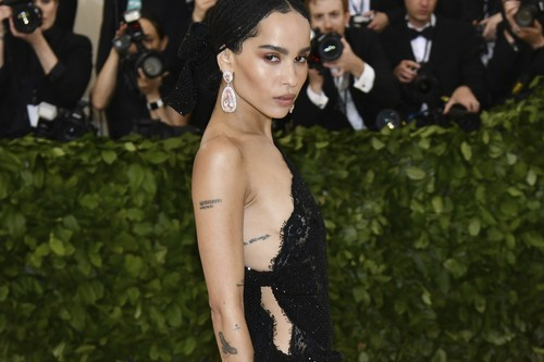 Estas 31 celebrities y sus tatuajes en la alfombra roja te inspirarán para lucir el tuyo