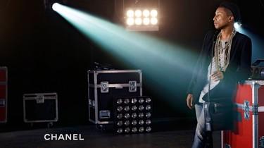 Pharrell Williams se convierte en el primer hombre en protagonizar la campaña de bolsos de Chanel