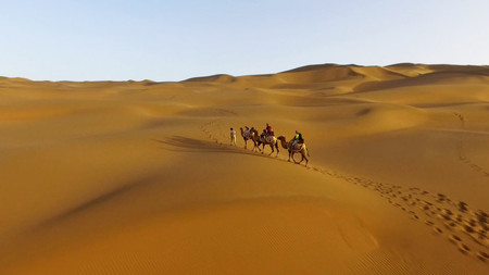 China quiere construir un colosal túnel de 1000 kilómetros que transformaría el desierto de Xinjiang en California
