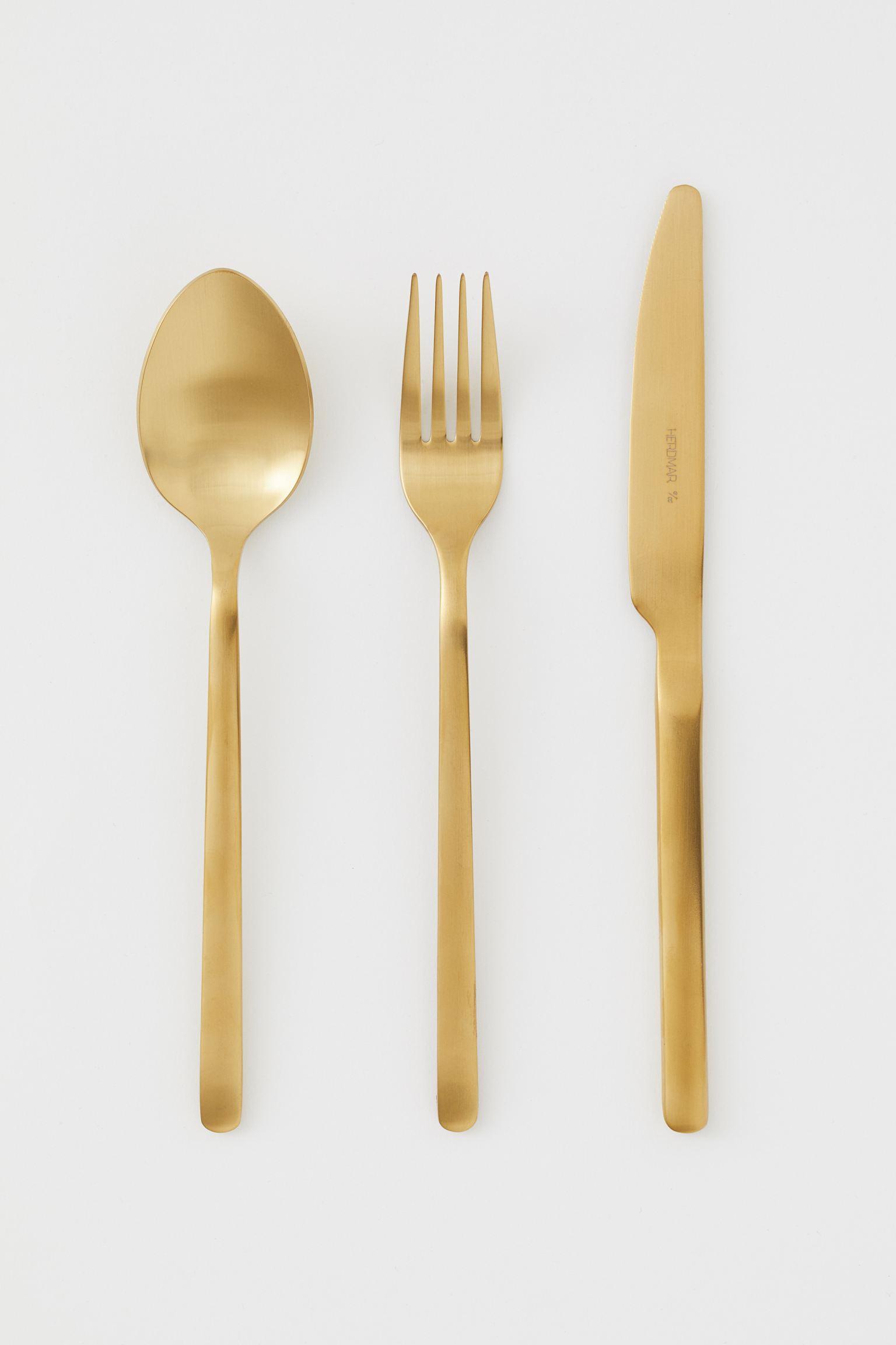 Set de cubiertos dorados