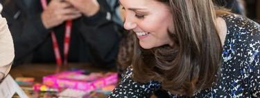 Kate Middleton se hace un tatuaje de henna (como habríamos hecho cualquiera de nosotras... ¡y nos encanta!)