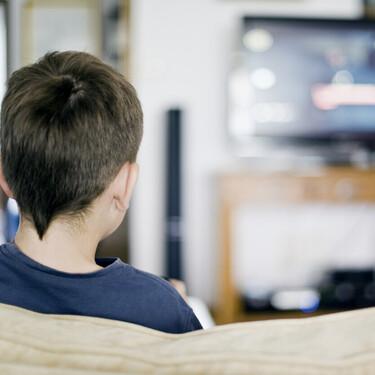 Binge-watching o atracón de series de los niños: el peligro de una mayor adicción con menos capacidad de control