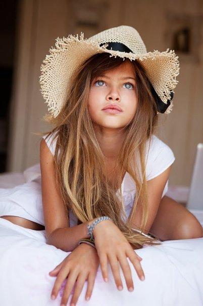 Thylane Léna-Rose Blondeau sombrero