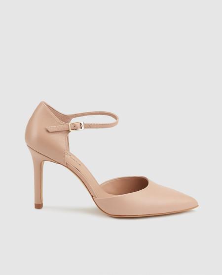 29e5d3e2 Zapatos de salón de mujer Gloria Ortiz de piel en color natural en El Corte  Inglés por 99,99 euros.