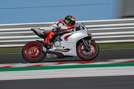 Ducati Panigale V2 White Rosso 2020 3