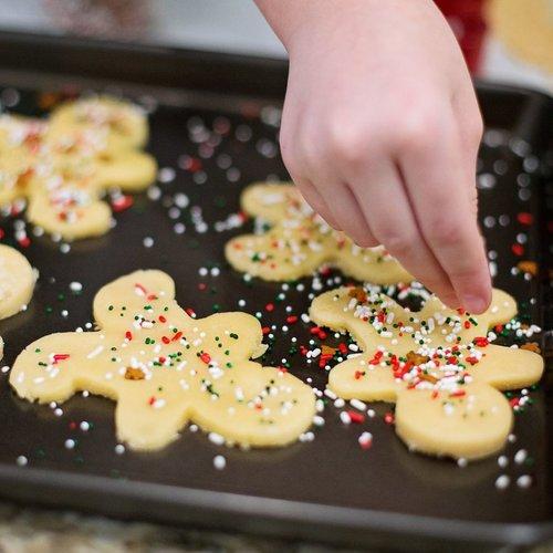 Una masa de galletas y siete moldes para darles forma: triunfa esta Navidad ofreciendo este regalo comestible